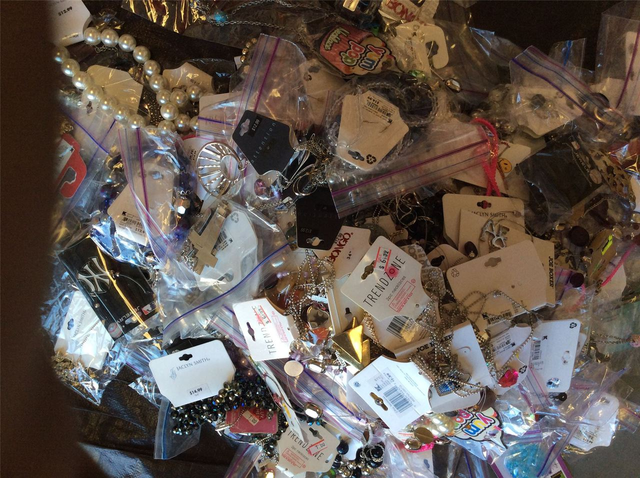 ''Wholesale Lot of Assorted COSTUME Jewelry, Brand Name Fashion Jewelry Approx. 100 Pieces''